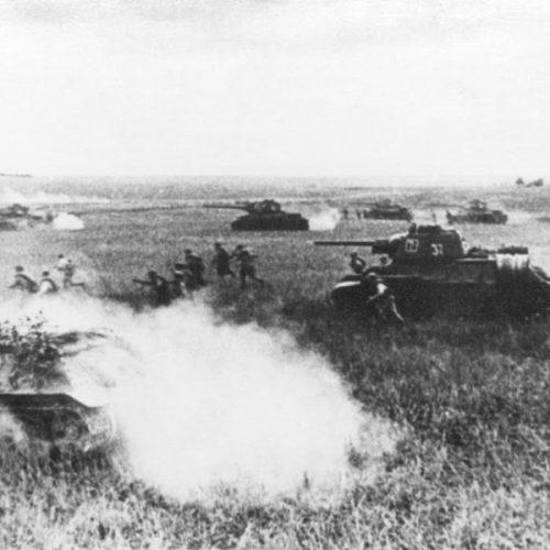 Carros de combate Т-34 atacando