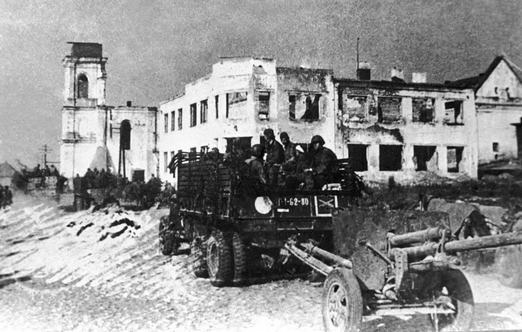 """La operación """"Bagratión"""". Soldados soviéticos en camino al frente para liberar el territorio de Belarús"""