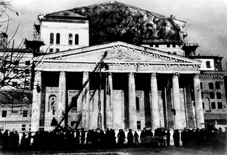 Camuflaje del Teatro Bolshoi, agosto de 1941  Autor: Sergey Strunnikov