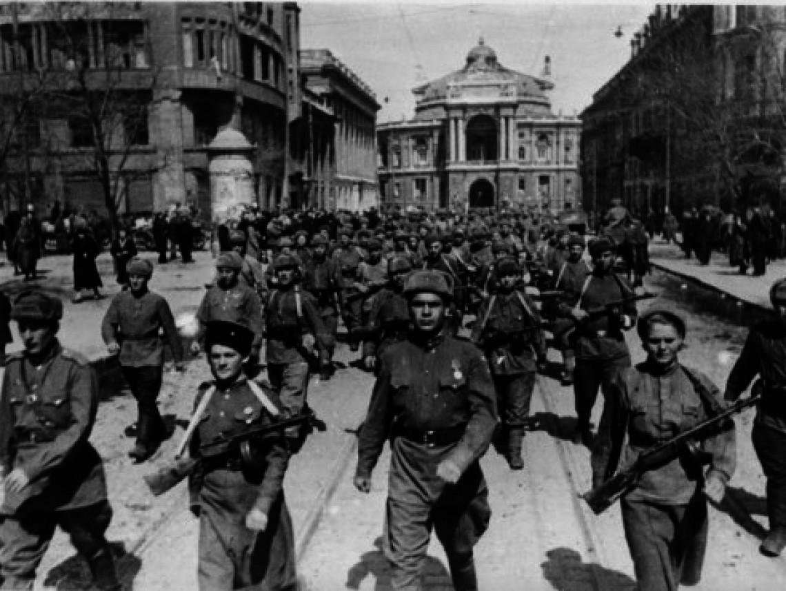 Desfile después de la liberación de Odesa (10 de abril de 1944)