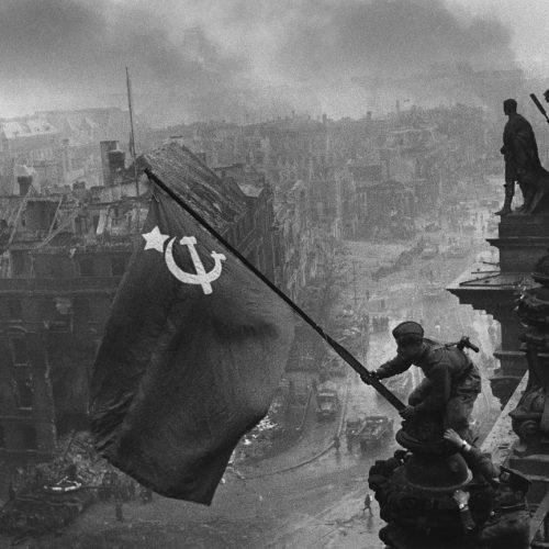 Izada de la Bandera de la URSS sobre el Reichstag
