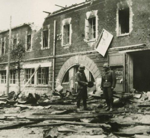 Немецкие солдаты у Брестской крепости