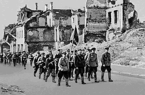 Партизаны входят в Минск