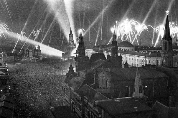 Салют Победы в Москве 9 мая