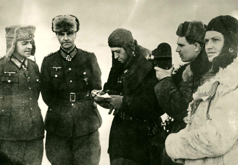 Захват генерал-фельдмаршала Паулюса в Сталинграде  Автор: А.Зенин
