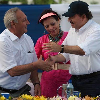Президент Республики Никарагуа Даниэль Ортега пожимает руку Президенту Республики Абхазия Сергею Багапшу