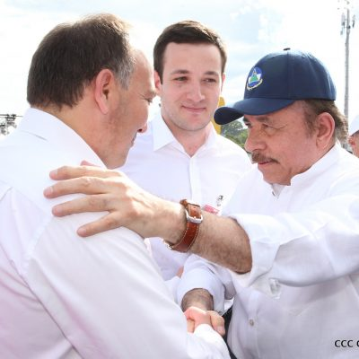 Президент Республики Никарагуа Даниэль Ортега встречает министра иностранных дел Республики Абхазия Дауру Кове