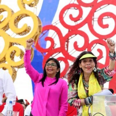 Министр иностранных дел Республики Абхазия Даур Кове с министром иностранных дел Венесуэлы Дельси Родригес и  Вице-президентом Росарио Мурльо