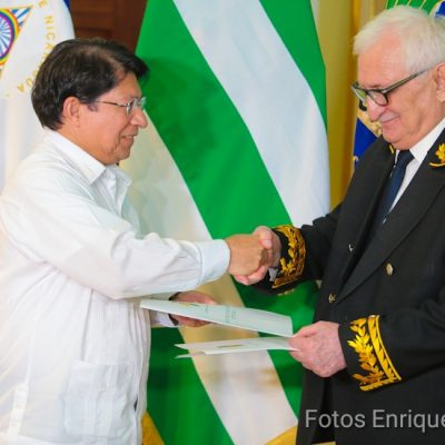 Посол Абхазии  Заур Константинович вручил  верительные грамоты  Министру иностранных дел  Республики Никарагуа Денису Монкаде.