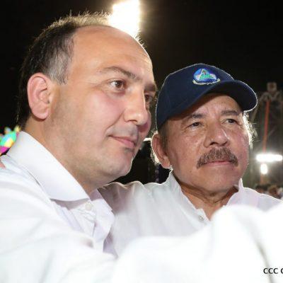 Министр иностранных дел Республики Абхазия Даур Кове и президент Республики Никарагуа Даниэль Ортега