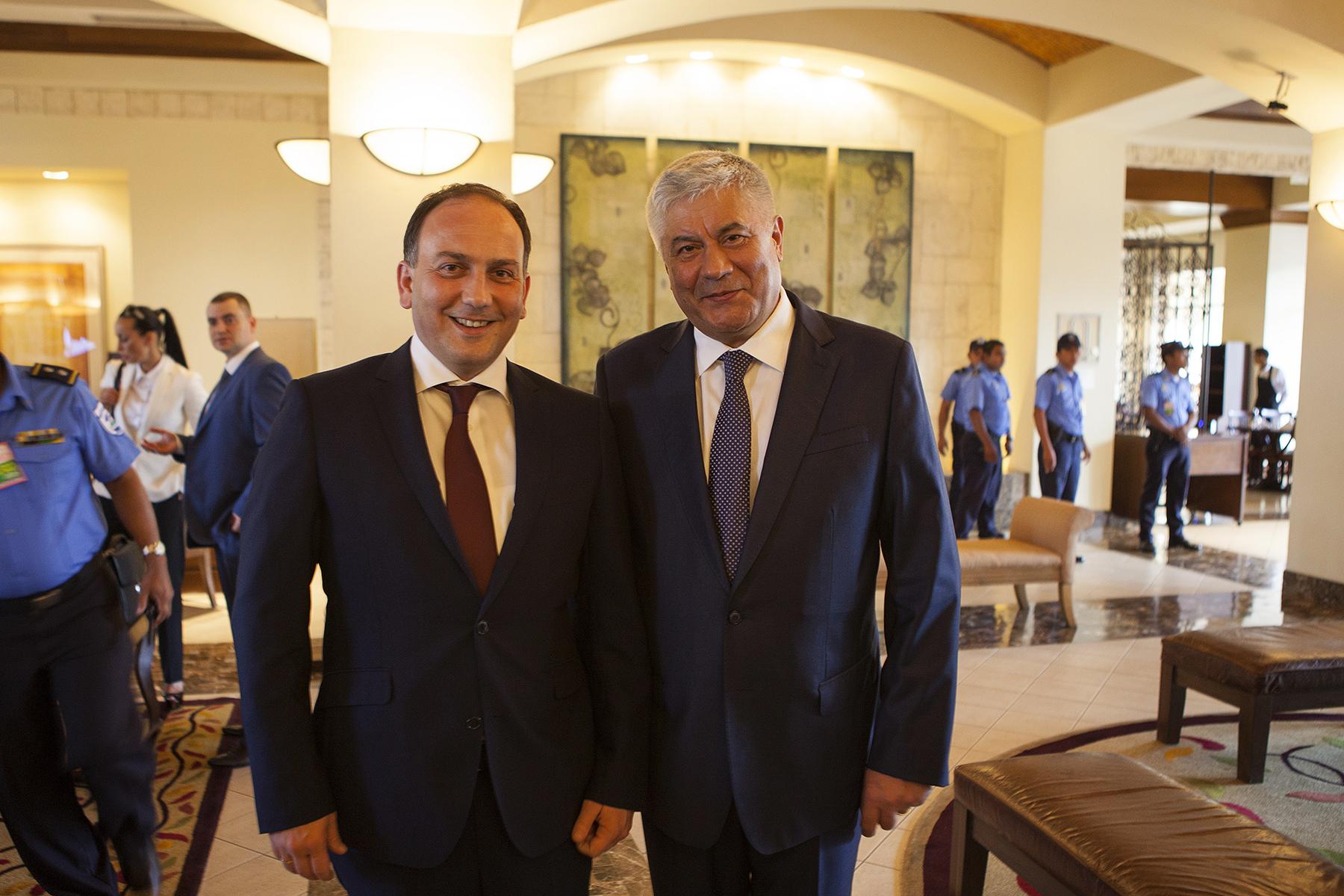 Министр иностранных дел Республики Абхазия Даур Кове и Министр внутренних дел России Владимир Колокольцев