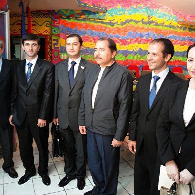 Президент Республики Никарагуа Даниэль Ортега с заместителем министра иностранных дел Республики Абхазия Максимом Гвинджиа и абхазской делегацией